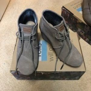 Toms Lace-Up Wedges